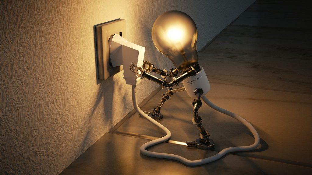 נורה מחוברת לחשמל